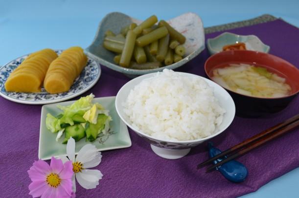 葬祭料理(白飯・白菜のみそ汁・ふきいり・漬け物・みそ漬け)
